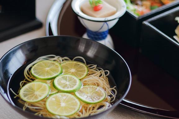 楽膳(スダチ煮麺)